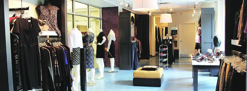 Boutique avec des vêtements pour femmes
